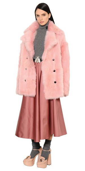 Rochas Shearling fur coat in pink - Notched collar . Double breasted front button closure ....