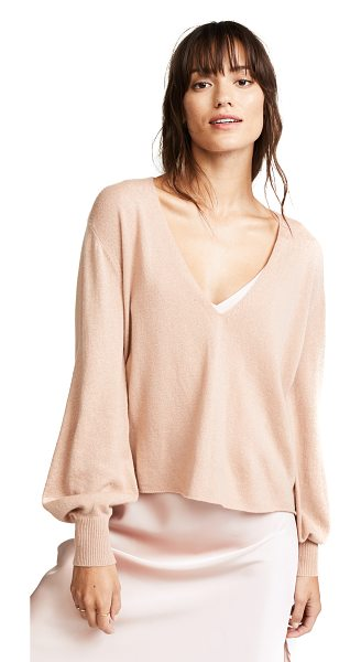RYAN ROCHE v neck cashmere sweater in nude - This delicate, fine-knit Ryan Roche cashmere sweater has...