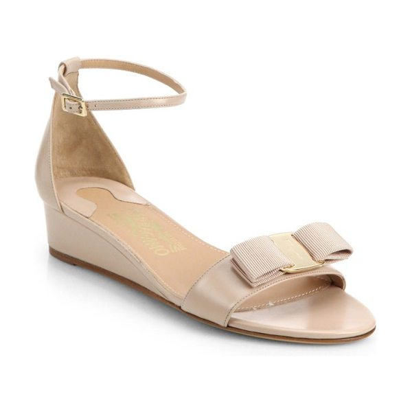 Salvatore Ferragamo Margot bow leather wedge sandals in beige - Elevated by a modest wedge, these timelessly versatile...