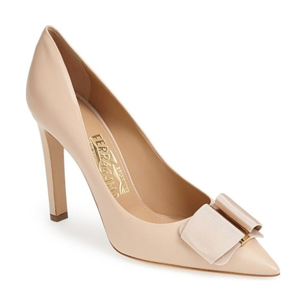 Salvatore Ferragamo mimi pump in bisque - A signature grosgrain bow threads through a...