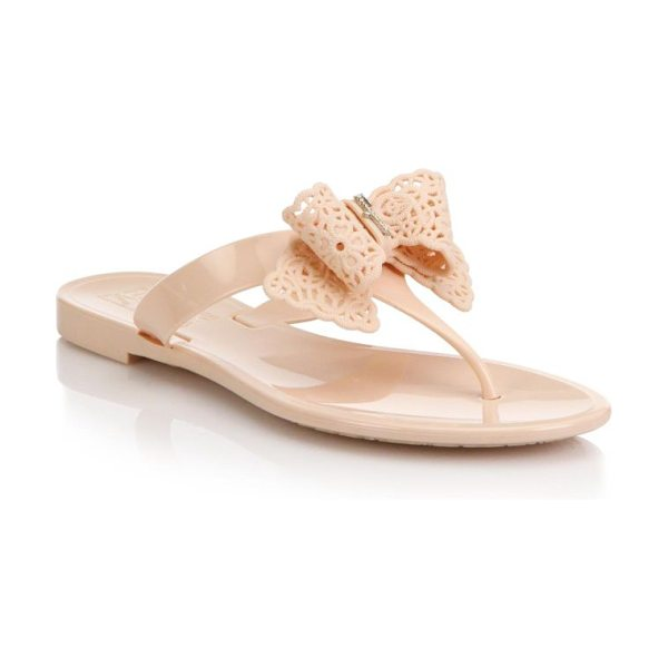 Salvatore Ferragamo Pandy bow jelly thong sandals in beige - A logo-detailed bow offers feminine style to a timeless...