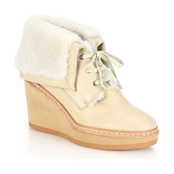 See By Chloe Leather & shearling lace-up wedge booties in beige - Plush shearling trim lends cozy softness to the more...