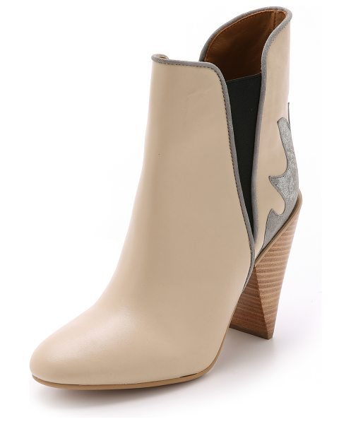 See By Chloe Western booties in cream - These See by Chloé booties blend western style with...