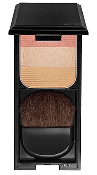 Shiseido face color enhancing trio pk1 0.24 oz/ 7 g - A multicolored face trio to blush, contour, and...