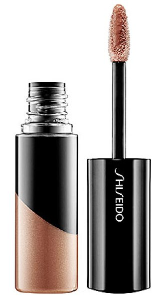 SHISEIDO lacquer gloss be102 debut - A clear lip lacquer with a deep sheen that lasts all day...