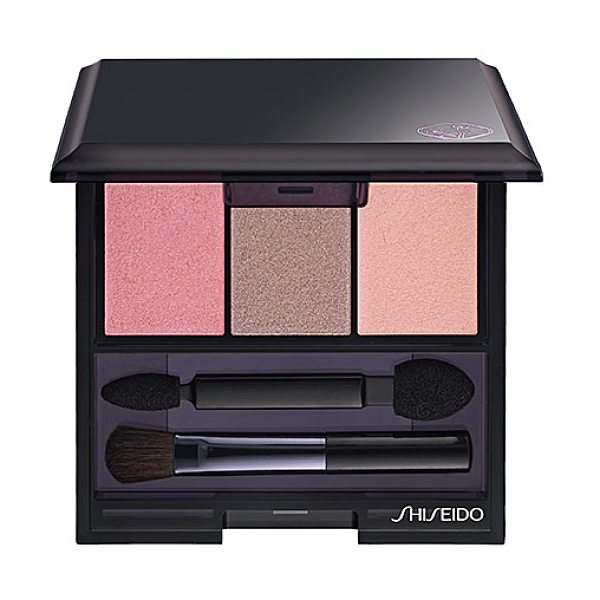 Shiseido luminizing satin eye color trio rd711 pink sands - A versatile ensemble of silky, highly pigmented eye...