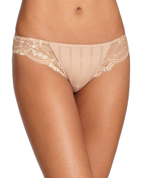 SIMONE PERELE amour tanga - Adorned with elegant Leavers lace, this lightweight...