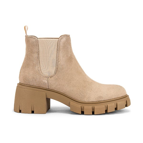 Steve Madden howler boot in sand suede