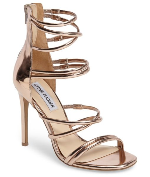 Steve Madden tito sandal in rosegold - Perfect for an evening out, a strappy sandal with a...
