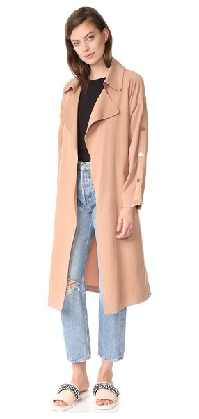 Suncoo erik trench coat in nude - An elegant Suncoo trench coat with a soft hand and...