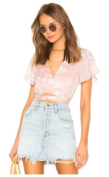 superdown jarae tie front top in blush tropical