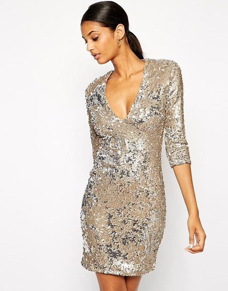 TFNC Body-conscious sequin dress with deep plunge neckline in brushed gold - This baseball cap has been constructed in wool. The...
