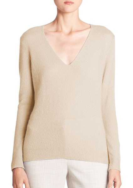 Theory adrianna cashmere v-neck sweater in naturallinen - Luxe cashmere sweater in a relaxed silhouette. Deep...
