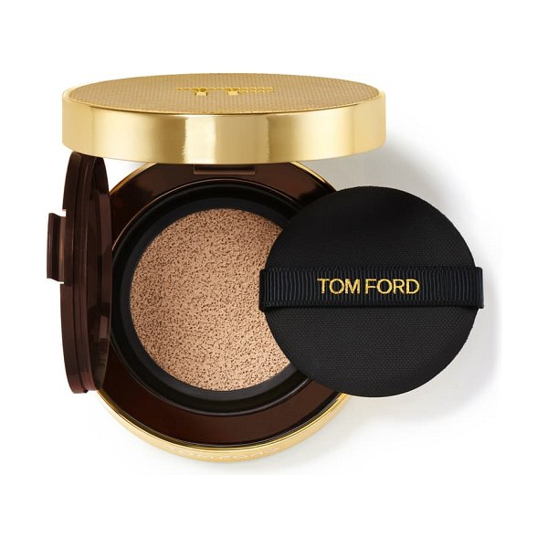 Tom Ford shade and illuminate soft radiance foundation cushion compact spf 45 in 3.7 champagne