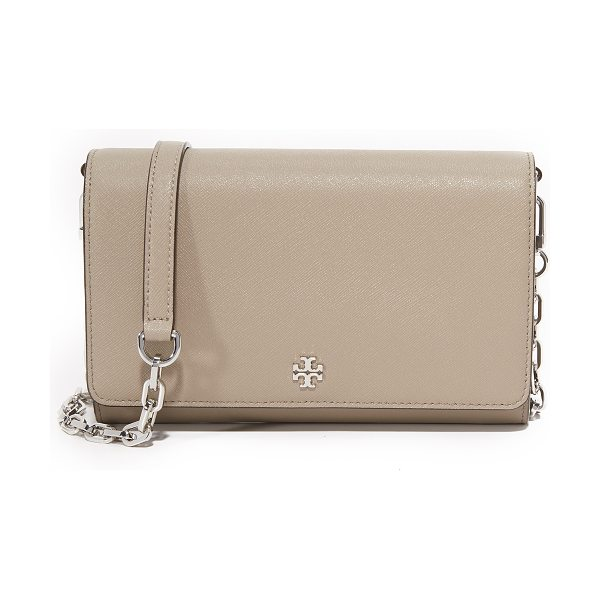 TORY BURCH robinson chain wallet - A scaled-down Tory Burch cross-body bag in sophisticated...
