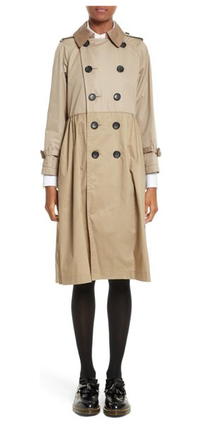 tricot Comme des Garcons reversible trench coat in beige - A pleated, slightly flared silhouette lightens the...