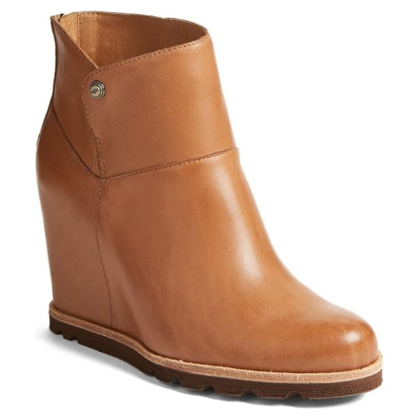 Ugg ugg 'amal' wedge boot in chestnut leather - A lugged sole underscores the utilitarian appeal of a...