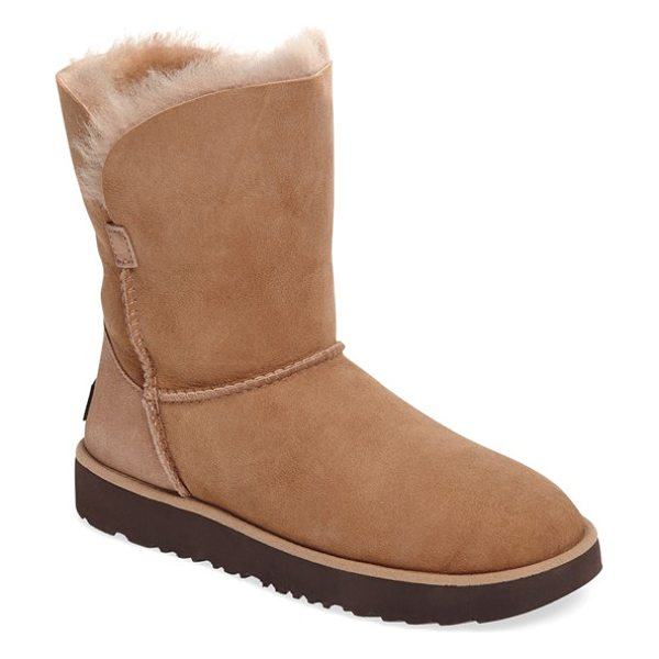 Ugg classic cuff short boot in natural suede - Now pretreated to protect against moisture and staining,...