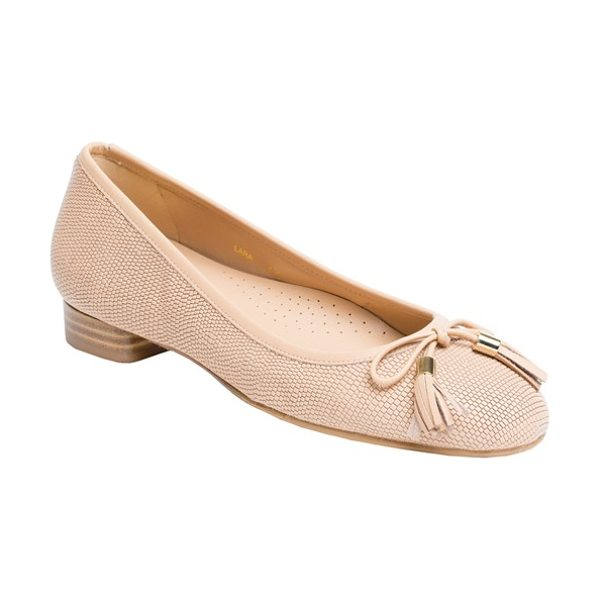 UKIES lara ballet flat in natural leather - A prim tasseled bow details the rounded toe of a...