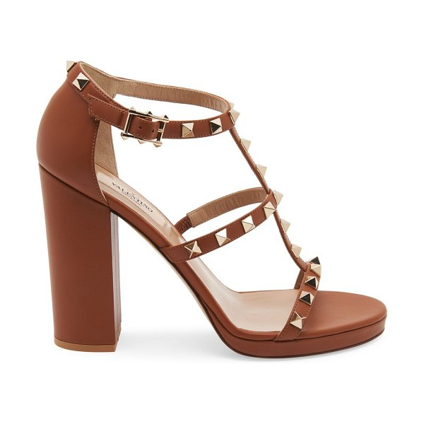 Valentino garavani rockstud t-strap leather sandals in camel
