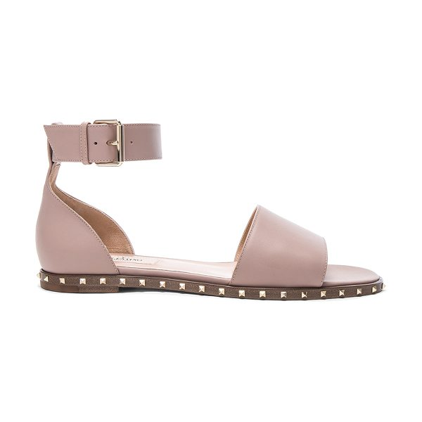 Valentino Leather Soul Rockstud Flat Sandals in poudre - Leather upper and sole. Made in Italy. Rubber tap heel....