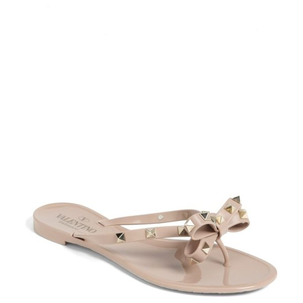 Valentino rockstud jelly thong in beige