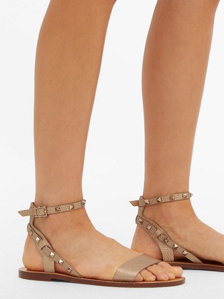 Valentino rockstud grained-leather sandals in gold