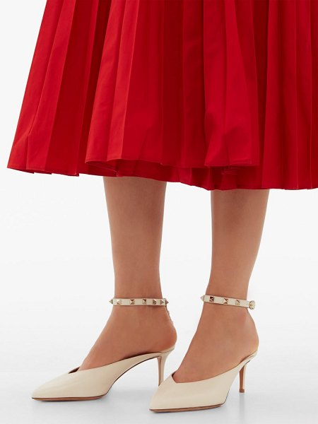 Valentino rockstud hype leather pumps in cream