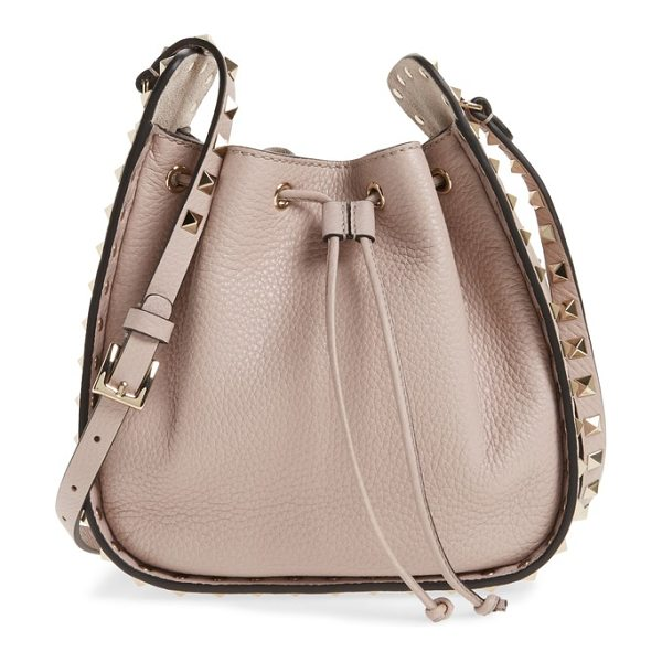 Valentino rockstud leather bucket bag in poudre