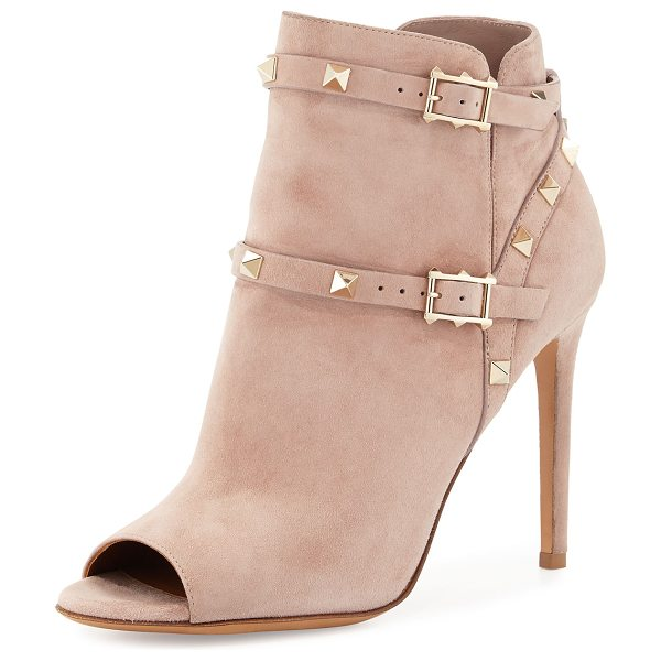 Valentino Rockstud Open-Toe 100mm Ankle Boot in poudre - Valentino suede ankle boot. Signature platino Rockstud...