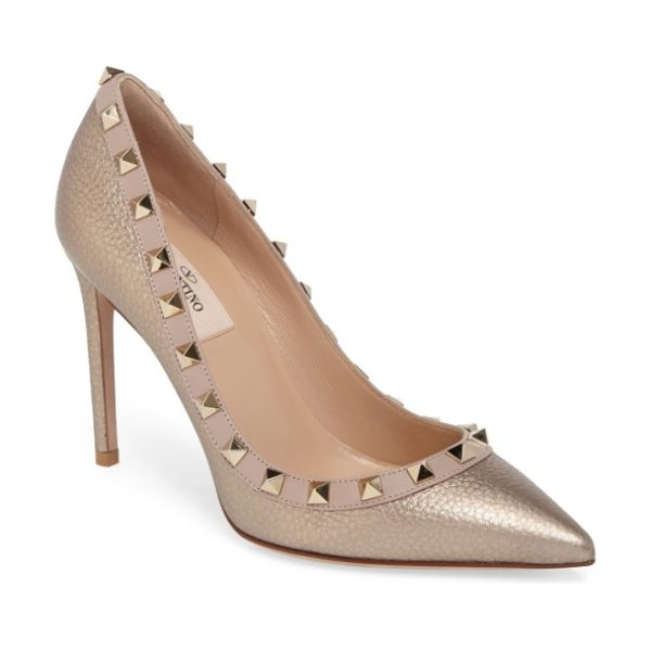 Valentino rockstud pointy toe pump in metallic gold leather - Signature pyramid rockstuds tracing the topline add edgy...