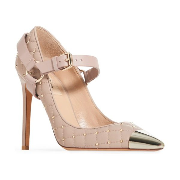 Valentino rockstud spike pump in poudre - This pump offers edge in droves with Valentino's...