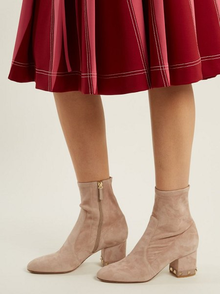 Valentino Rockstud Suede Ankle Boots in nude - Valentino - Valentino's champagne-nude suede Rockstud...
