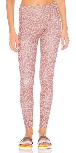 Varley Biona Legging in blush leopard - 70% polyamide 30% elastane. Stretch fit. VARR-WM124. VAR00012.