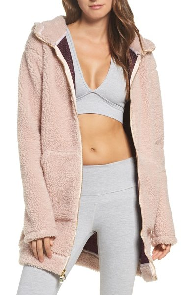 Varley brea fleece jacket in rose - With a longline silhouette and wind-shielding hood, this...