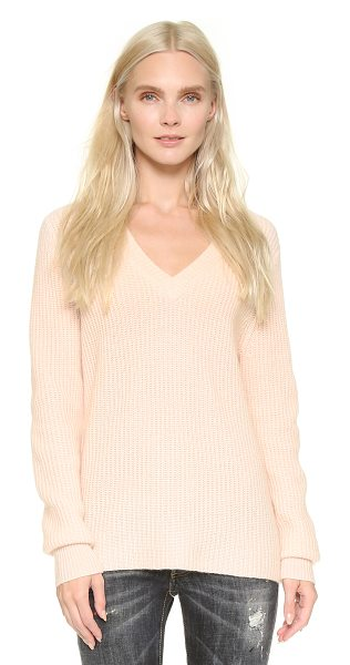 VEDA Anne cashmere sweater in rose - A relaxed VEDA sweater in luxe cashmere. Leather patches...