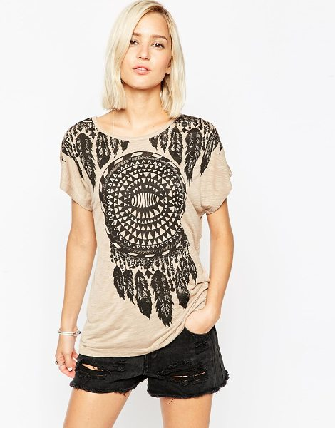 Vero Moda Feather print t-shirt in silverminkdreamca - T-shirt by Vero Moda Super soft-touch jersey Boat...