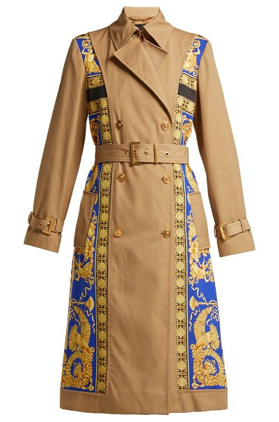 Versace Lovers Baroque Print Double Breasted Trench Coat in black gold - Versace - Versace updates the classic trench coat with...