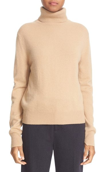 Vince cashmere turtleneck sweater in camel - Topped with a cozy turtleneck, a relaxed pullover with...