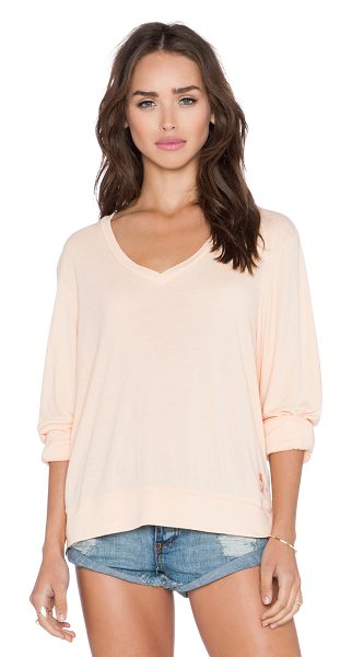 Wildfox Essential baggy beach v neck tee in peach - 60% poly 40% rayon. Banded edges. WILD-WS718. WVR791BSC....