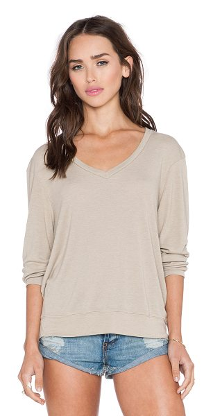 WILDFOX Essential baggy beach v-neck - 60% poly 40% rayon. Banded edges. WILD-WK270. WVR791BSC....