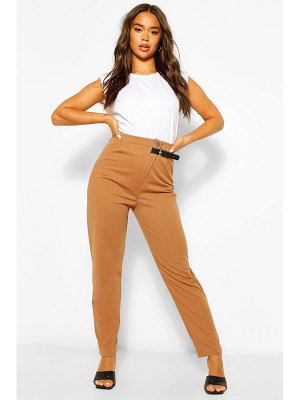 Boohoo Tailored Relaxed Buckle Trouser
