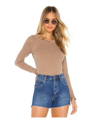 Chaser ruffle shirttail open neck tee
