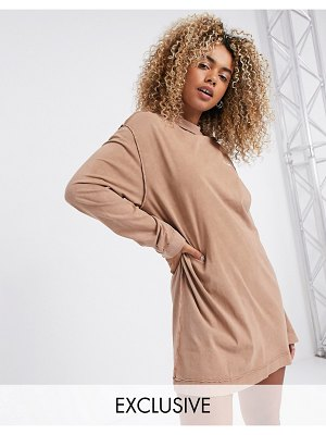Collusion acid wash t shirt dress with exposed seams in tan-brown