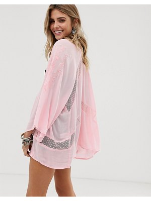 En Cr me en creme embroidered kimono with lace insert detail