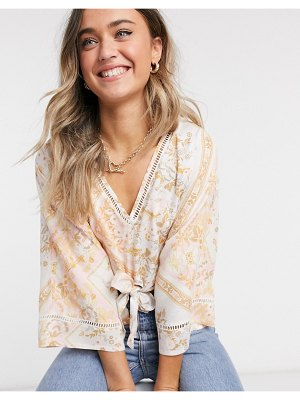 Miss Selfridge kimono blouse in ivory floral-cream