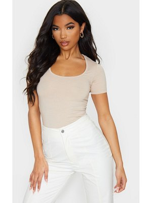 PrettyLittleThing basic fitted scoop neck t shirt