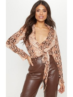 PrettyLittleThing snake tie side shirt