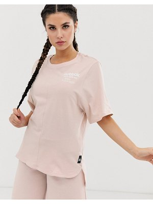 Reebok training longline graphic t-shirt in pink