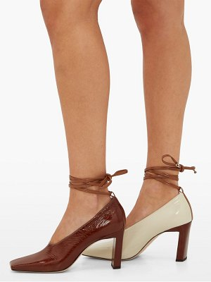 WANDLER isa bi-colour patent-leather pumps